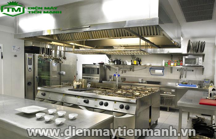 Thiết kế bếp nhà hàng với hệ thống đèn chiếu sáng hiện đại