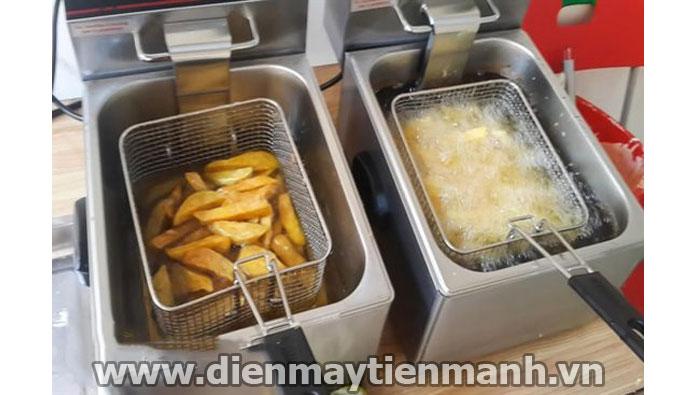Làm khoai tây chiên bằng bếp chiên nhúng điện